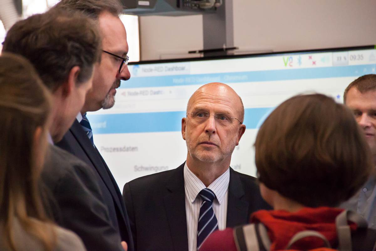 Stefan Brangs, Staatssekretär des SMWA, und Prof. Egon Müller im Gespräch || © TU Chemnitz, Thomas Sera