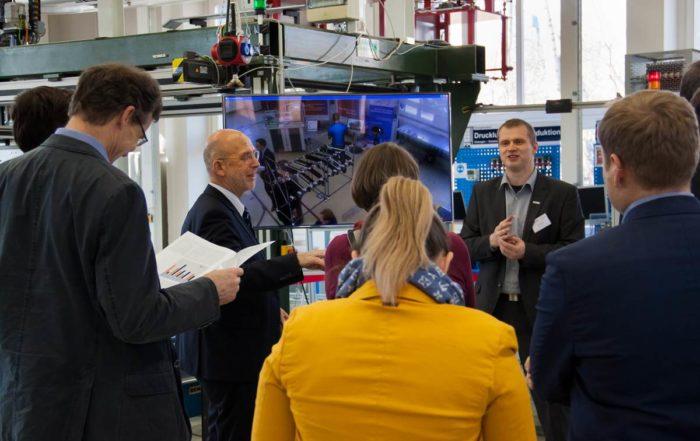 Die Konsortialpartner IWU, TUCed/CATI, IHK und TUC informieren über digitale Fabriklösungen || Foto: © Thomas Sera, TU Chemnitz