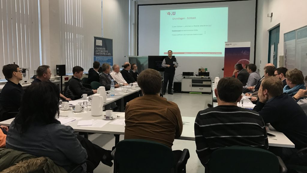 Michael Mann erklärt den Teilnehmern einige theoretische Grundlagen. || © TUCed GmbH