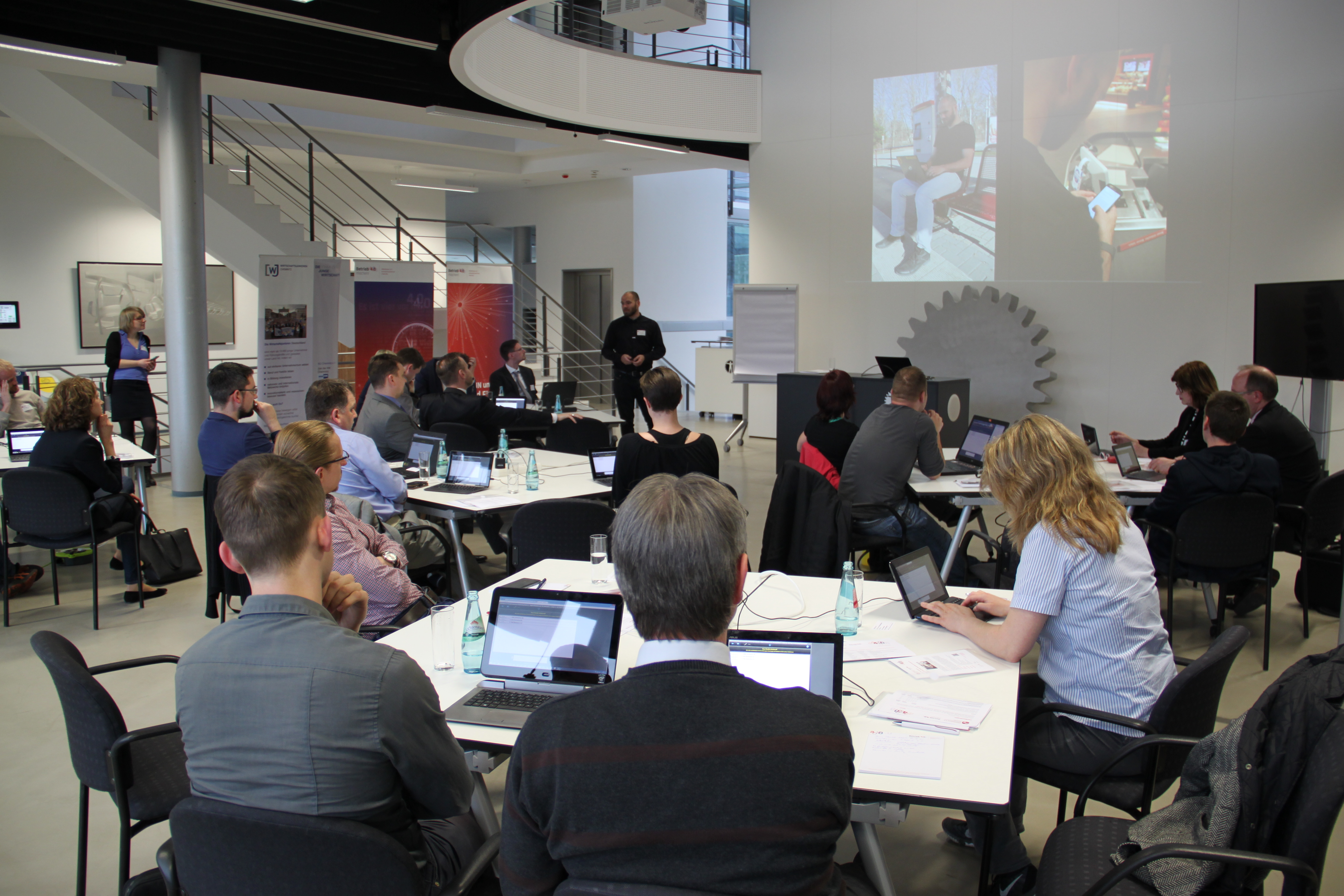 Projektmitarbeiter Michael Wächter berichtet über den Alltag eines Digital Native. || © TU Chemnitz, Tim Jungmittag