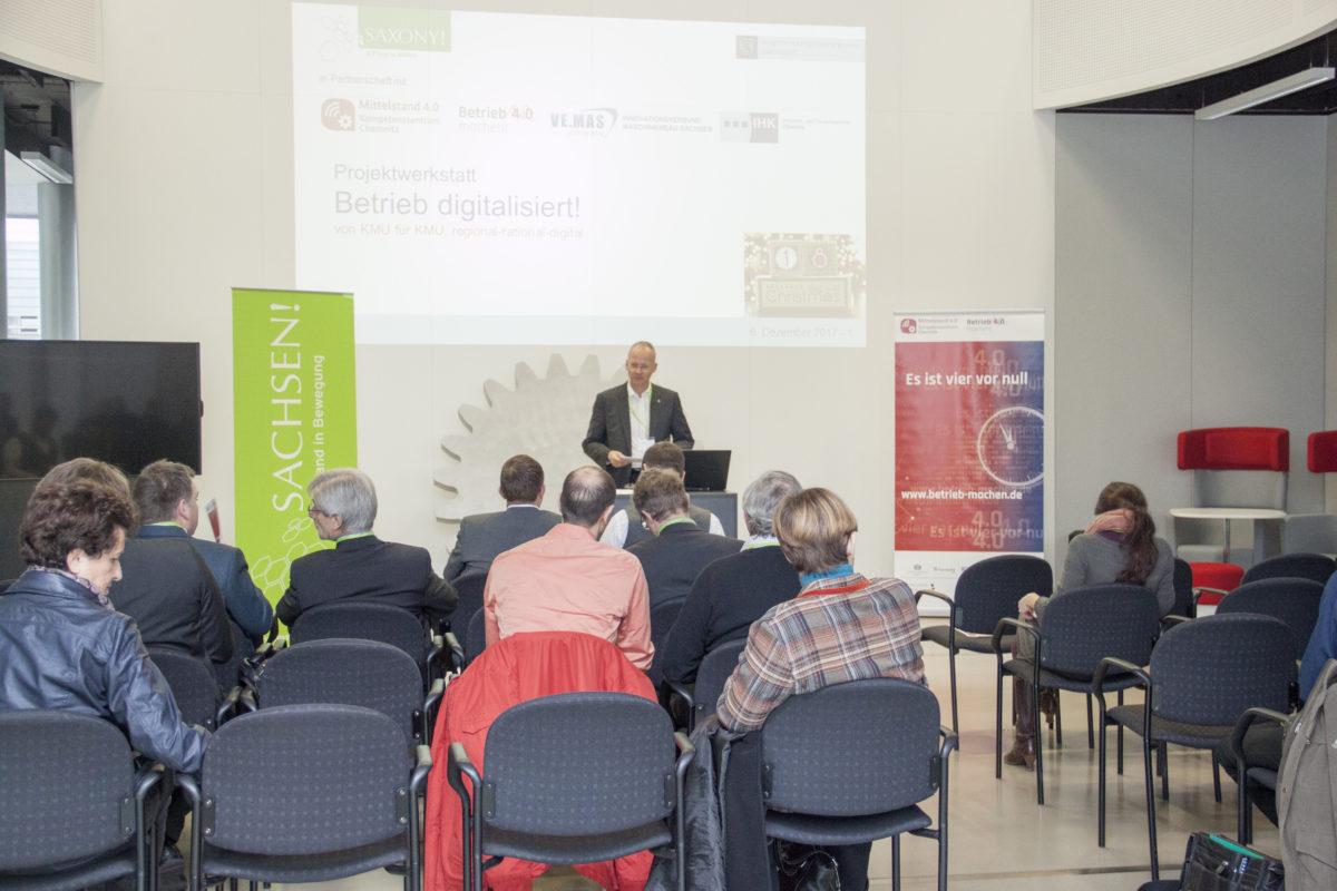 Armin Reith von der Wirtschaftsförderung Sachsen eröffnen die Veranstaltung. || © TU Chemnitz