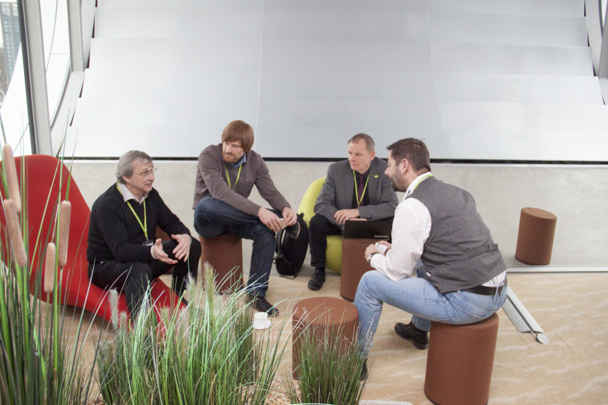 In entspannter Arbeitsatmosphäre fand der Austausch anschließend in drei kleineren Gruppen statt. || © TU Chemnitz