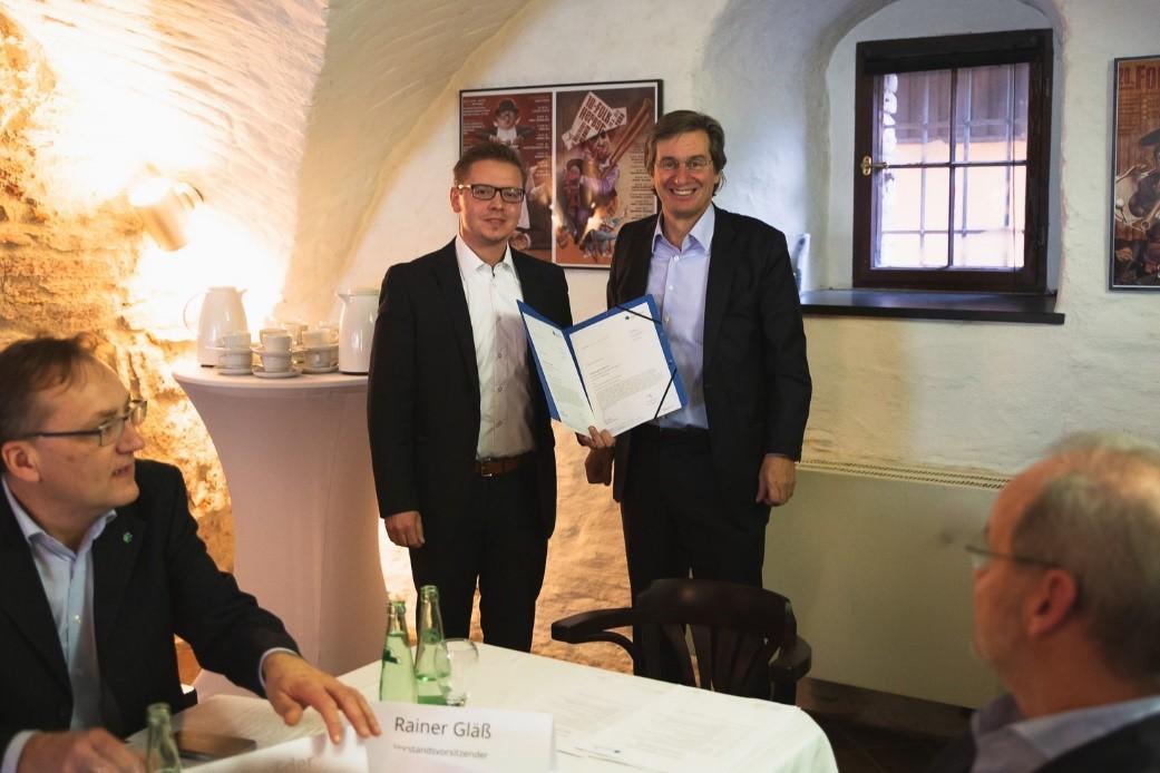 Dr. Hendrik Hopf und Rainer Gläß (Vorstandsvorsitzender von SWS Digital)|| © SWS digital e.V.