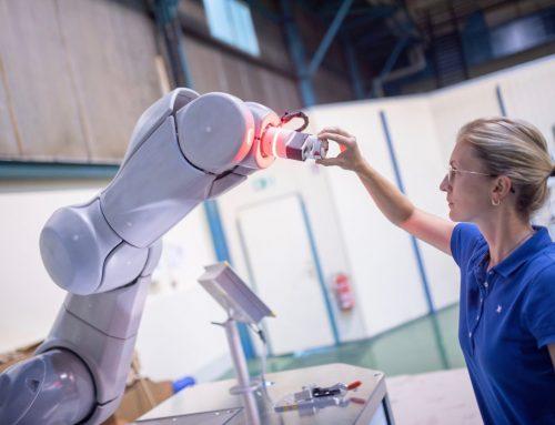 Roboter und Mensch in der Produktion
