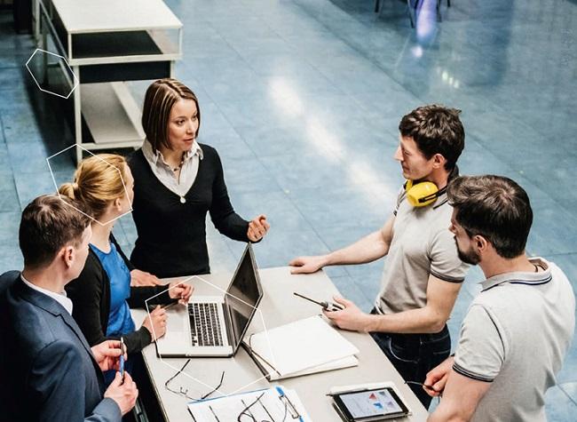 Direkte Kommunikation und schnelle Entscheidung sind Stärken der KMU auch bei der Einführung von Industrie 4.0 || © acatech/TommL-iStockphoto